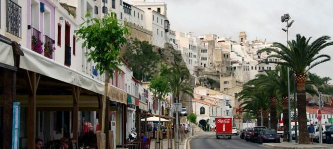 Zu Fuss und zu Schiff unterwegs in Menorcas Hauptstadt Mahón