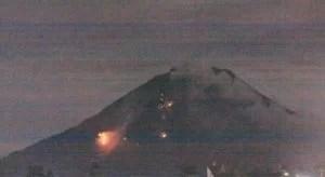 Ausbruch Mount Sinabung: (Tribun Medan / Dedy Sinuhaji) Fotoquelle: Jakarta Poste