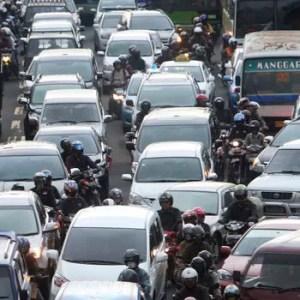 Stau auf Jakartas Straßen während der Rush hour: Die schlechten Verkehrsbedingungen sind eine Last für die Wirtschaft des Inselstaates. Quelle: dapd Fotoquelle: handelsblatt.com