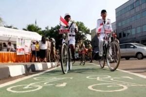 Ein neu gebauter Fahrradweg in Süd Jakarta wird eingeweiht Fotoquelle: Jakarta Post