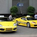 Mit einem Porsche- oder Ferrari Taxi durch Jakarta
