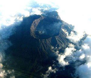 Gunung Raung Foto: Wikipedia / Geoethno