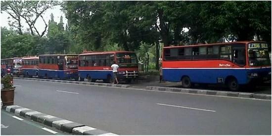 Zwangsstillgelegte Busse in Jakarta Foto: Kompas.com