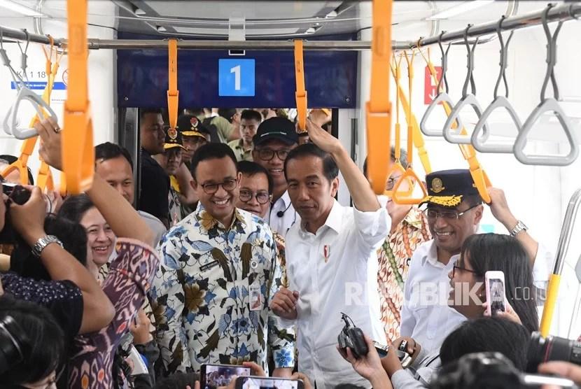 Präsident Joko Widodo fährt mit der MRT als normaler Fahrgast / Foto: nasional.republika.co.id