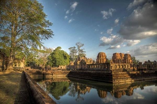 Mueang-Tam-Stone-Sanctuary_20121227_017_8_9_Khmer_-Mueang-Tam-Stone-Sanctuary_-Temple_-Thailand-600x399-600x399.jpg