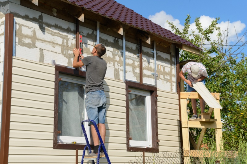 Cedar & Vinyl Siding: What Is Right For Your Home?