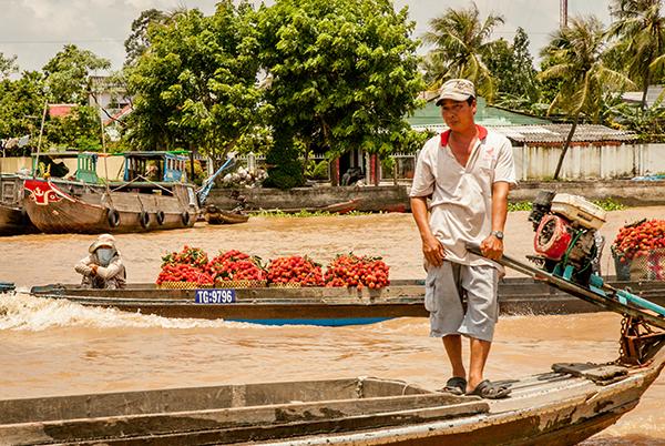 Al volver  todavía quedaba gente vendiendo frutas