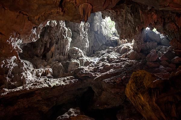 el hueco por el que entró el pescador que descubrió la cueva. Y por el que salimos nosotros