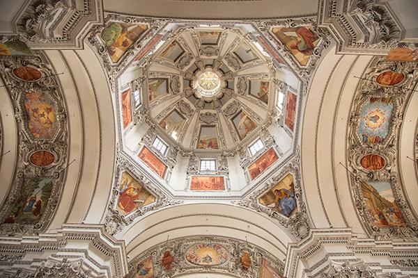 El techamen de la catedral se salía
