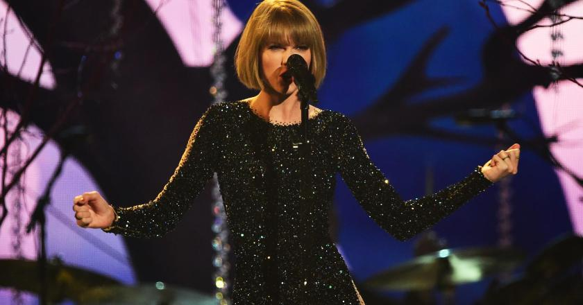 """Taylor Swift totally opened the Grammy's with """"Out of the Woods"""""""