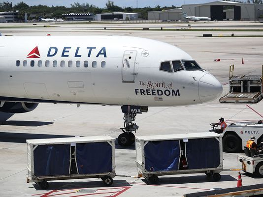 Delta caught in wave of criticism after booting passenger for using bathroom