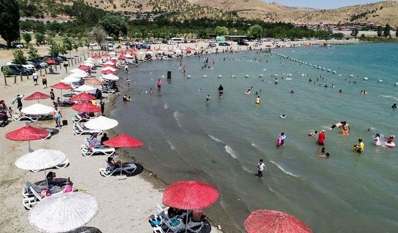 Lake Hazar in Turkey's east attracts holidaymakers 1
