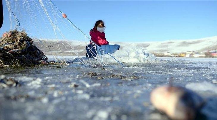 Eskimo-style ice fishing season begins in Turkey's east 1