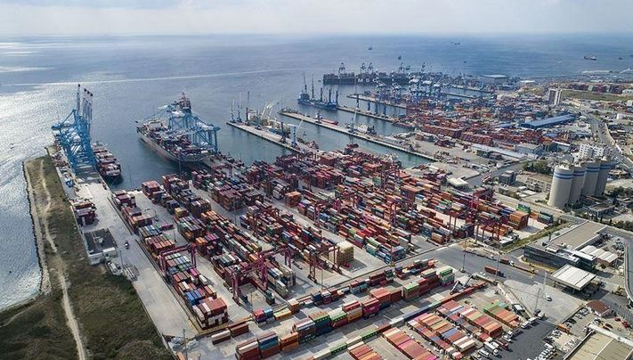 Turkey's foreign trade gap narrows 32.8% in January 1