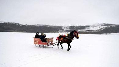 Turkey: Sleigh rides on frozen lake attract visitors 6