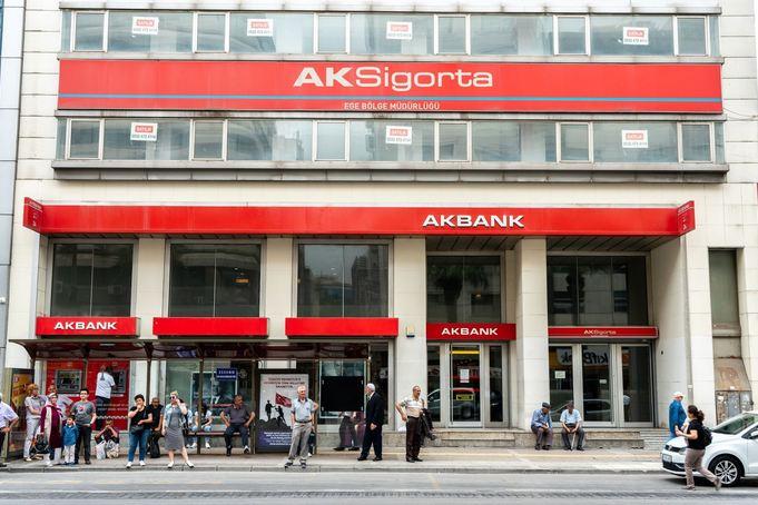Ongoing blackout paralyzes major Turkish lender Akbank 1