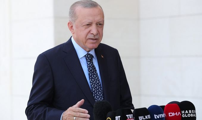 Efforts to contain 14 forest fires continue in Turkey, says President 1