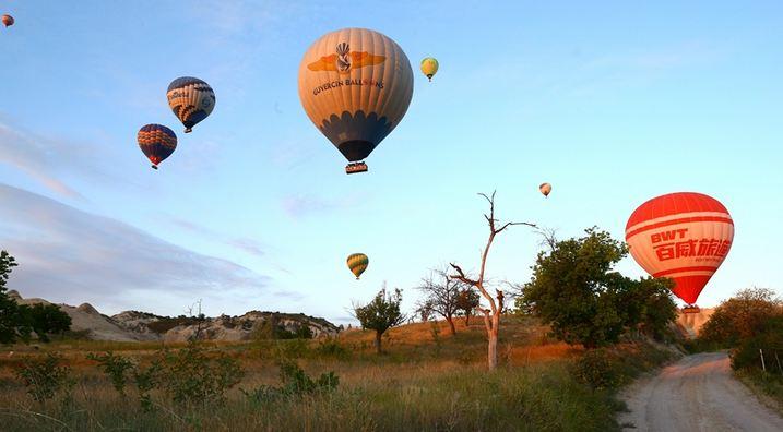 Hot air balloons soar into sky, herald festive season in Turkey's ancient Gobeklitepe 1