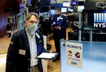 Wall St Week Ahead Investors stick to stocks, but gear up for bumpier ride 2