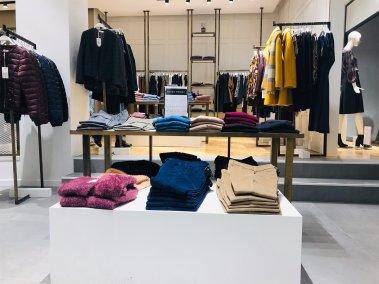 Realizzazione negozio espositori e stand