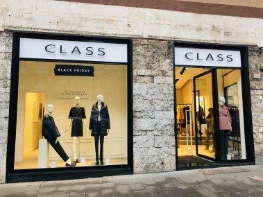 Negozio abbigliamento Class - Vista su strada