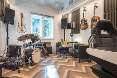 stanza della musica - strumenti e pannelli insonorizzanti