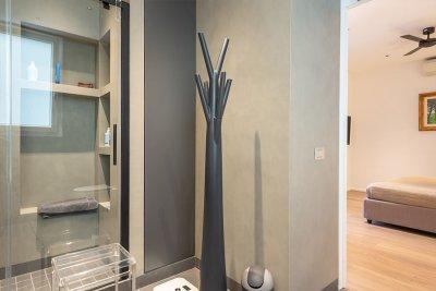 bagno in resina con cabina doccia