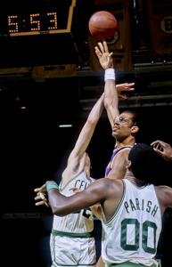 Expect the Celtics to swarm Abdul-Jabbar Copyright © Lipofsky Basketballphoto.com