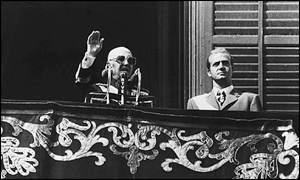 Se dirige a los españoles desde el Palacio de Oriente en Madrid, 50 días antes de su muerte. Lo secunda el actual rey Juan Carlos I.