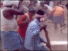 Moradores construnido a estrada