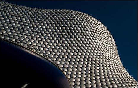 Trang hoàng bên ngoài cửa hiệu Selfridges, Birmingham, Anh.