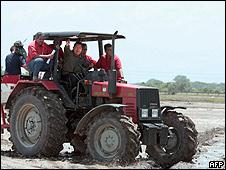 Hugo Chávez, en una visita a terrenos agrícolas en el estado de Barinas, en mayo de 2009.