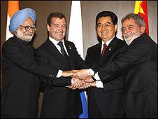 Manmohan Singh, Dmitry Medvedev, Hu Jintao y Luiz Inácio Lula da Silva, durante el encuentro del G8 em Japón, en 2008 (Cortesia/Presidencia da Rusia)