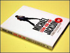 Capa da biografia de Michael Jackson, da editora Harper Collins