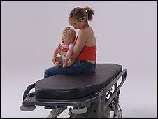 Mujer y un bebé