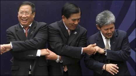 Bộ trưởng Ngoại giao Việt Nam Phạm Gia Khiêm cùng các đồng  nghiệp Asean