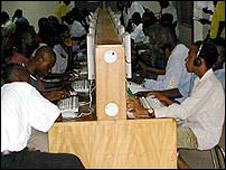Cyber café en África.