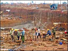 Công trường xây dựng nhà máy bauxite