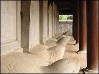 Bia tiến sĩ có bệ đỡ là những con rùa đá ở Văn Miếu - Quốc T�� Giám Hà Nội