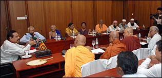 இலங்கை ஜனாதிபதியுடன் பேச்சு நடத்தும் மதத்தலைவர்கள்