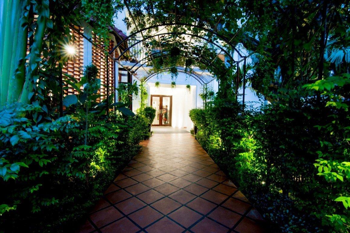 larose suites phnom penh cambodia entrance