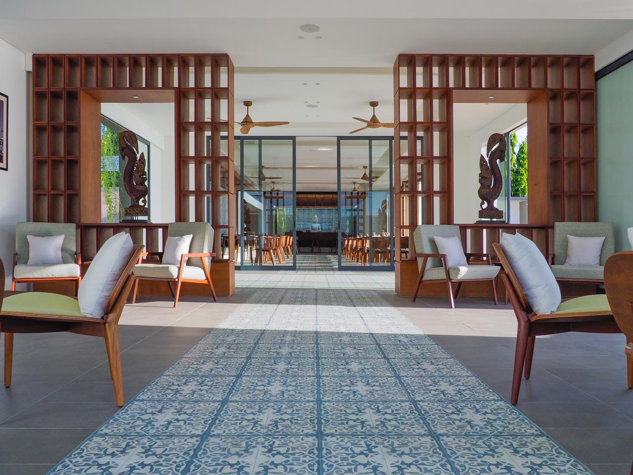 the bale phnom pneh cambodia lounge area