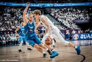 EuroBasket 2017 - Action - Finnland - Lauri Markkanen mit Zug zum Korb
