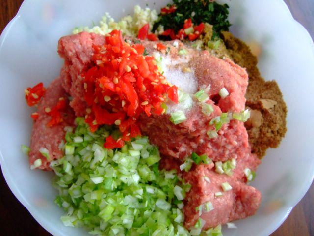 Kebabs van lamsgehakt - de ingrediënten van de kebabs