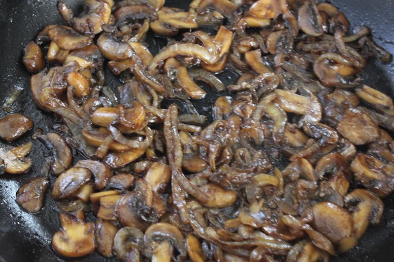 Noskos' Pork Chop Sandwich - de uien en de champignons