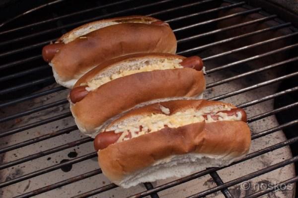 hotdogs met avocadosalsa