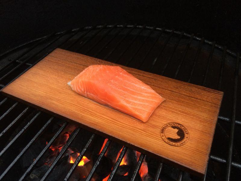 BBQ zalmrillettes - cedar planked salmon
