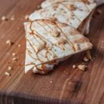 Fluffernutter quesadilla met banaan van de BBQ