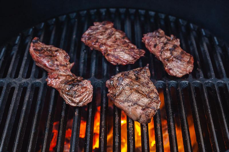 Longhaas grillen op de barbecue
