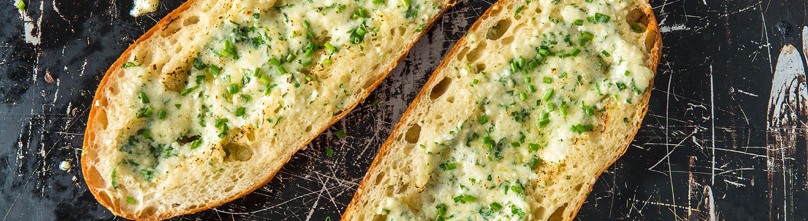 Traeger Recipe - Ultimate Baked Garlic Bread Traeger Wood Pellet Grills